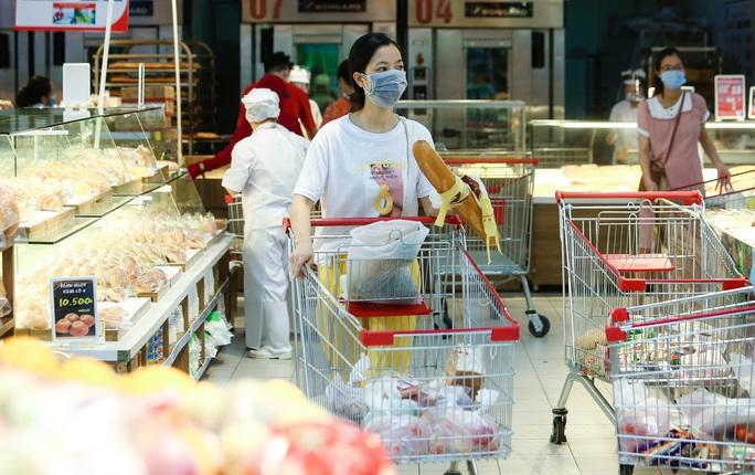 """CLIP: """"Đột nhập"""" siêu thị xem nguồn hàng trong ngày giãn cách xã hội - Ảnh 12."""