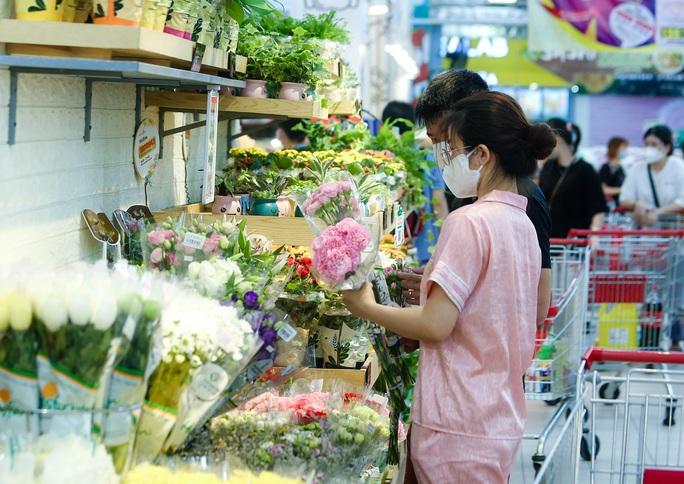 """CLIP: """"Đột nhập"""" siêu thị xem nguồn hàng trong ngày giãn cách xã hội - Ảnh 14."""