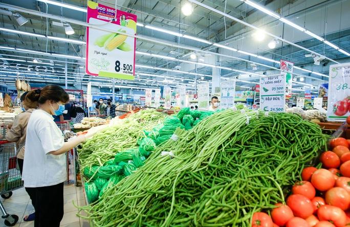 """CLIP: """"Đột nhập"""" siêu thị xem nguồn hàng trong ngày giãn cách xã hội - Ảnh 10."""