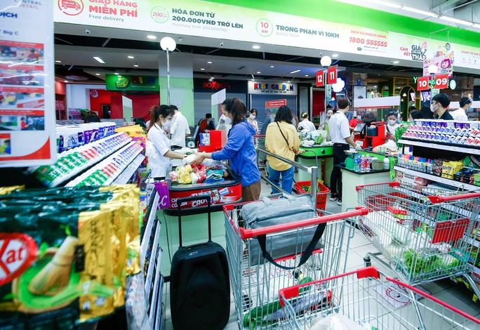"""CLIP: """"Đột nhập"""" siêu thị xem nguồn hàng trong ngày giãn cách xã hội - Ảnh 16."""