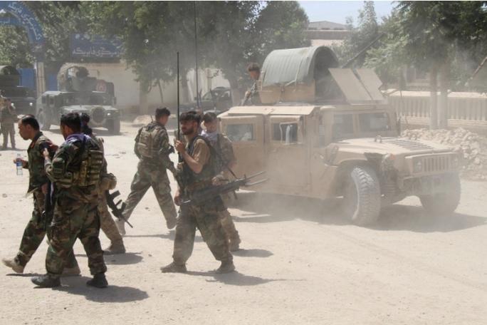 Nga đổ bê-tông ở biên giới Afghanistan - Ảnh 2.