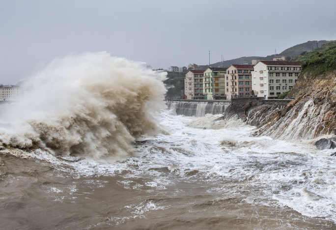 Trung Quốc: Bão In-Fa bổ bộ, bồi thêm mưa lớn sau lũ lịch sử - Ảnh 1.