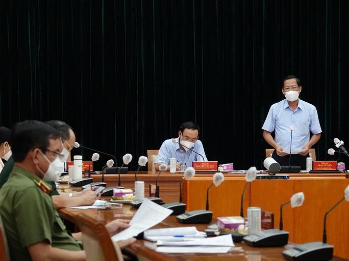 TP HCM: Người dân không ra đường sau 18 giờ để phòng chống dịch Covid-19 - Ảnh 1.
