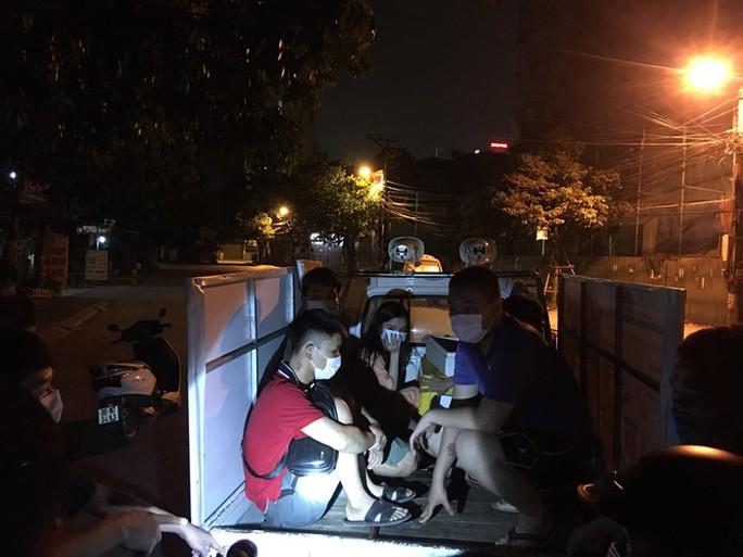 Hà Nội xử phạt hơn 1,5 tỉ đồng vi phạm giãn cách xã hội - Ảnh 1.