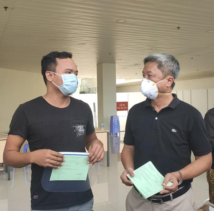 17 bệnh nhân Covid-19 nặng xuất viện tại Bệnh viện Hồi sức Covid-19 - Ảnh 2.