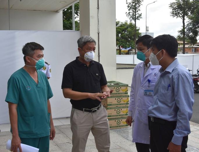 17 bệnh nhân Covid-19 nặng xuất viện tại Bệnh viện Hồi sức Covid-19 - Ảnh 3.