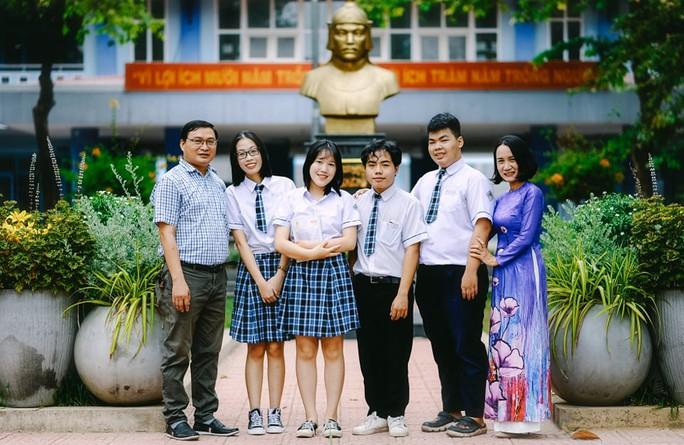 Nam sinh đạt điểm 10 môn Ngữ văn duy nhất ở Thừa Thiên - Huế là ai? - Ảnh 1.