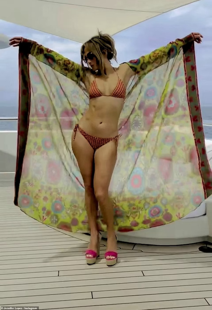 Jennifer Lopez - Ben Affleck tình tứ trên du thuyền - Ảnh 6.