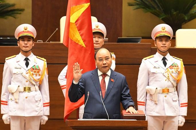 CLIP: Chủ tịch nước Nguyễn Xuân Phúc tuyên thệ nhậm chức - Ảnh 2.