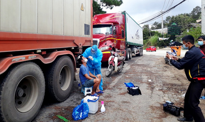Tạm giữ 29 tấn khoai tây Trung Quốc ngược lên Đà Lạt giữa lúc dịch bệnh - Ảnh 4.