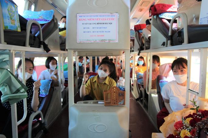 Quảng Bình chi viện 29 y bác sĩ vào TP HCM chống dịch - Ảnh 2.