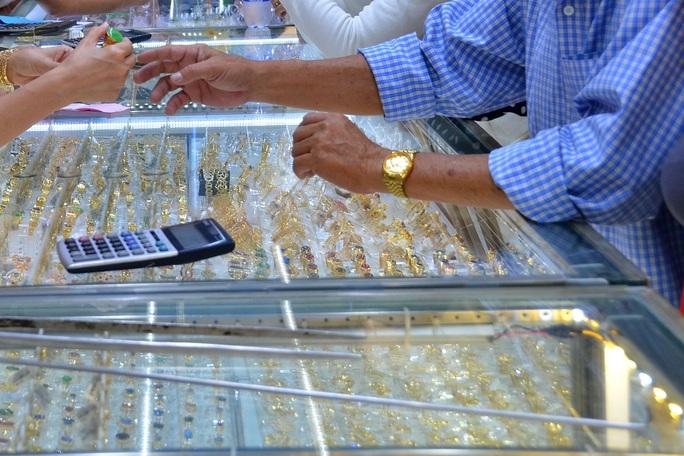 """Giá vàng hôm nay 27-7: Bị """"đánh xuống""""dưới 1.800 USD/ounce - Ảnh 2."""