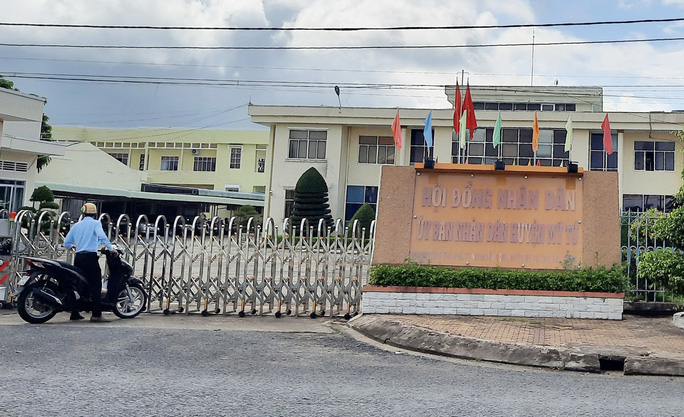 Đề nghị phong tỏa UBND huyện vì nữ chuyên viên mắc Covid-19 - Ảnh 1.