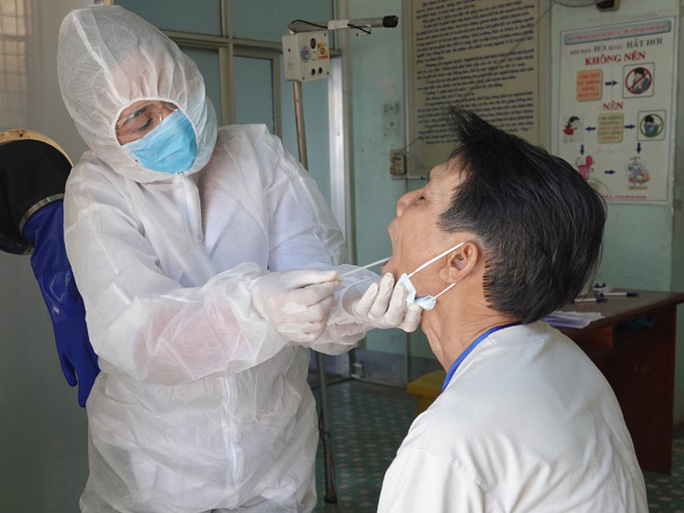 Điều trị bệnh nhân Covid-19, một nhân viên y tế ở Bình Định dương tính SARS-CoV-2 - Ảnh 1.