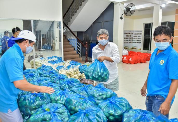 Tỉnh Sóc Trăng gửi 60 tấn nông sản hỗ trợ công nhân TP HCM chống dịch - Ảnh 5.