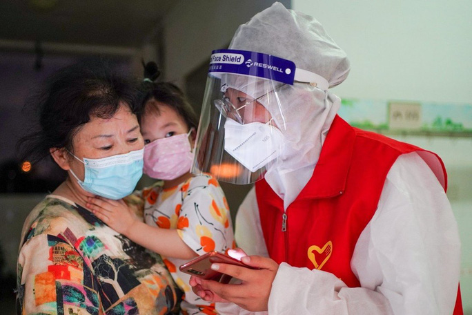 Hoảng hồn nhìn cảnh dân Thái Lan đổ xô đi tiêm vắc-xin Covid-19 - Ảnh 3.