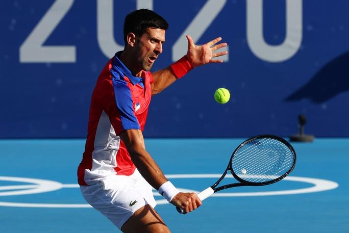 Djokovic vào tứ kết Olympic Tokyo 2020 - Ảnh 1.
