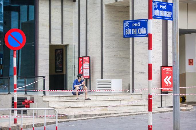 Tạm phong toả 1 trung tâm thương mại ở phố Bà Triệu liên quan ca nhiễm SARS-CoV-2 - Ảnh 13.