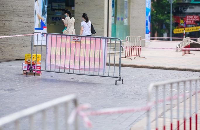 Tạm phong toả 1 trung tâm thương mại ở phố Bà Triệu liên quan ca nhiễm SARS-CoV-2 - Ảnh 14.