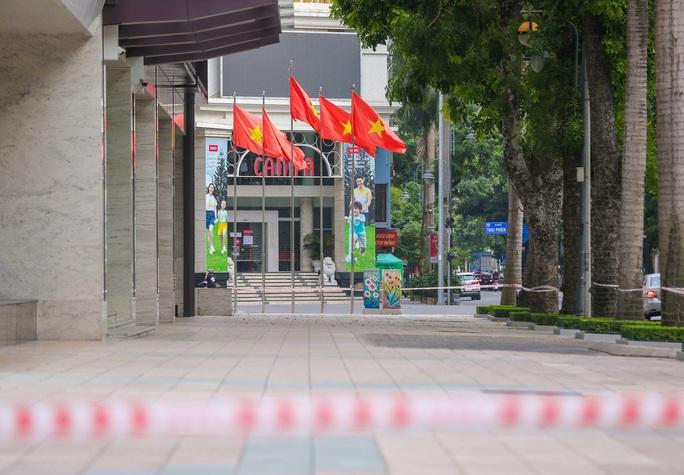 Tạm phong toả 1 trung tâm thương mại ở phố Bà Triệu liên quan ca nhiễm SARS-CoV-2 - Ảnh 4.