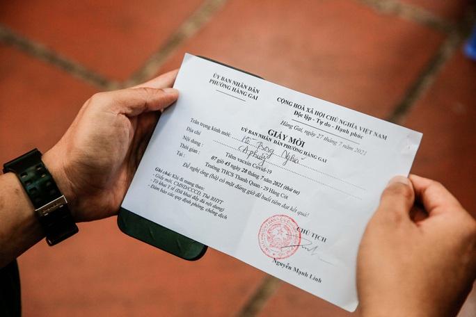 CLIP: Hà Nội bắt đầu tiêm vắc-xin Covid-19 diện rộng cho người dân - Ảnh 8.