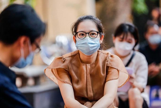 CLIP: Hà Nội bắt đầu tiêm vắc-xin Covid-19 diện rộng cho người dân - Ảnh 11.