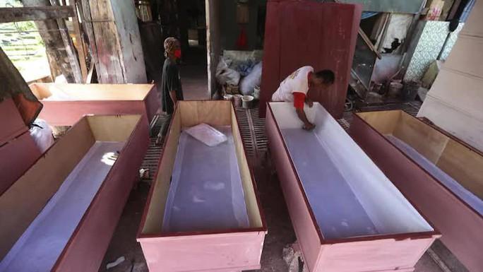 Số ca tử vong do Covid-19 tại Indonesia lần đầu vượt 2.000 - Ảnh 1.
