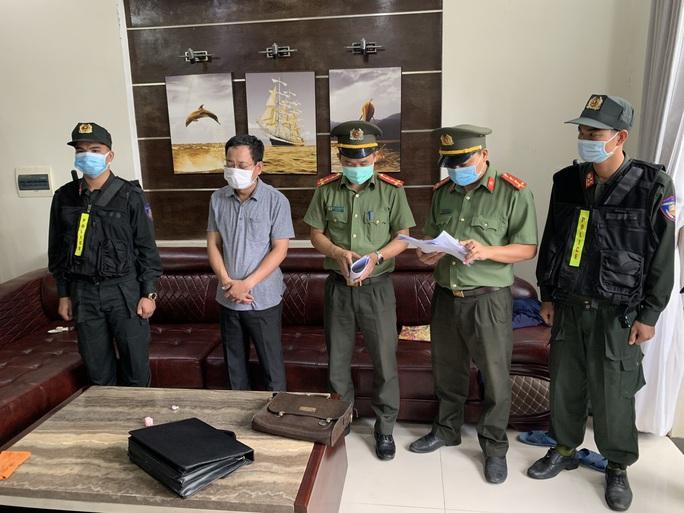 Bắt nguyên Giám đốc và nguyên Phó giám đốc sân bay Phú Bài - Ảnh 2.
