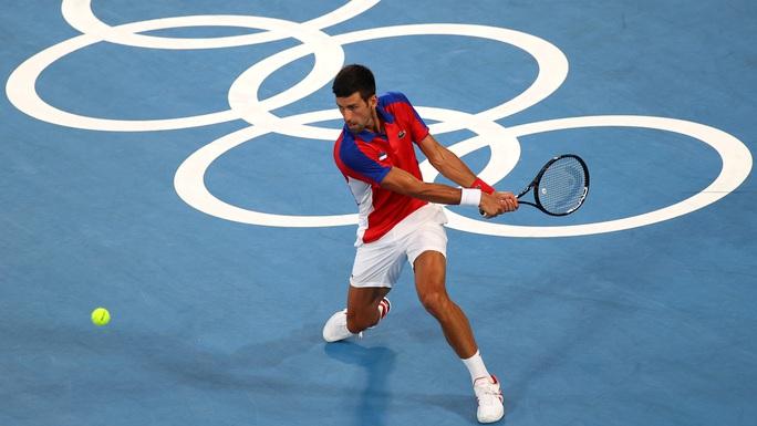 Olympic Tokyo 2020: Hạ tay vợt nước chủ nhà, Djokovic tiến gần đến danh hiệu Golden Slam - Ảnh 4.