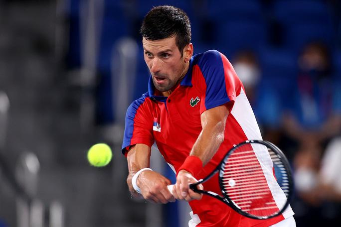 Olympic Tokyo 2020: Hạ tay vợt nước chủ nhà, Djokovic tiến gần đến danh hiệu Golden Slam - Ảnh 2.