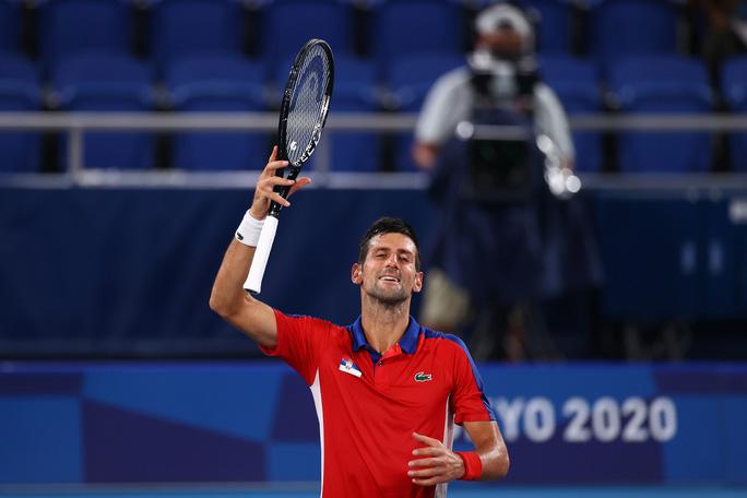 Olympic Tokyo 2020: Hạ tay vợt nước chủ nhà, Djokovic tiến gần đến danh hiệu Golden Slam - Ảnh 6.
