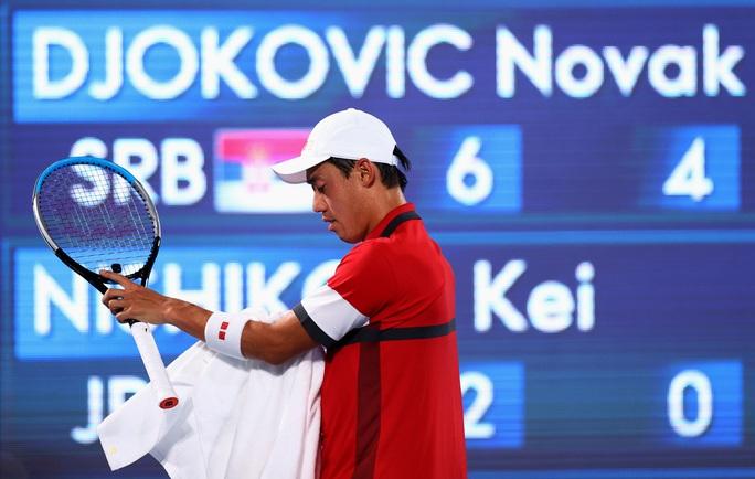 Olympic Tokyo 2020: Hạ tay vợt nước chủ nhà, Djokovic tiến gần đến danh hiệu Golden Slam - Ảnh 3.