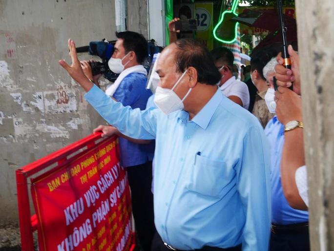 Chủ tịch nước Nguyễn Xuân Phúc: Bảo vệ tính mạng người dân là mục tiêu trên hết, trước hết - Ảnh 1.