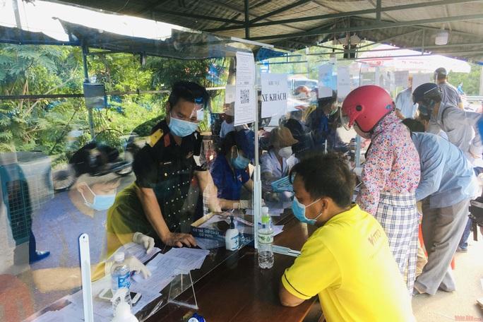 Bình Định thông báo khẩn tìm người liên quan 3 trường hợp dương tính SARS-CoV-2 ở Quy Nhơn - Ảnh 1.