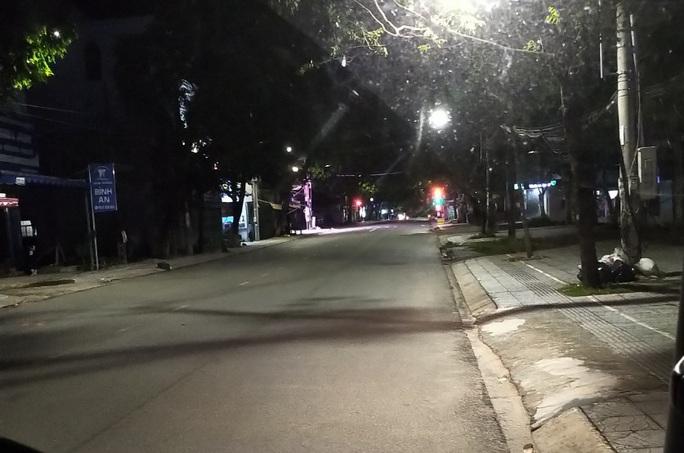 Chùm ảnh: Phú Quốc ngày đầu thực hiện không ra đường sau 18 giờ - Ảnh 4.