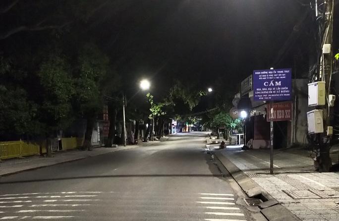 Chùm ảnh: Phú Quốc ngày đầu thực hiện không ra đường sau 18 giờ - Ảnh 7.