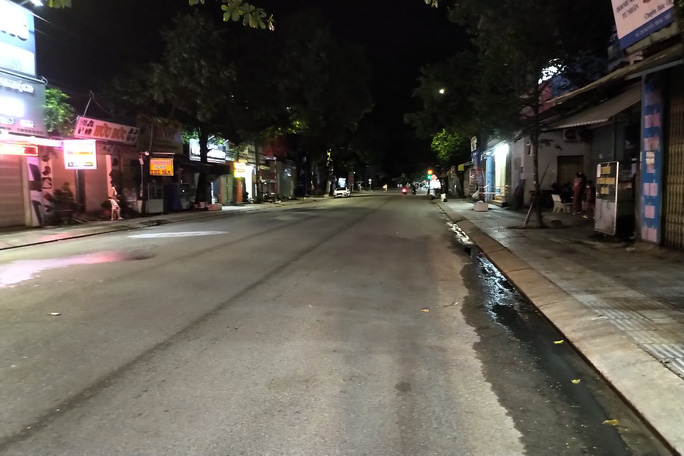 Chùm ảnh: Phú Quốc ngày đầu thực hiện không ra đường sau 18 giờ - Ảnh 8.