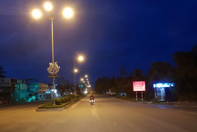 Chùm ảnh: Phú Quốc ngày đầu thực hiện không ra đường sau 18 giờ - Ảnh 9.