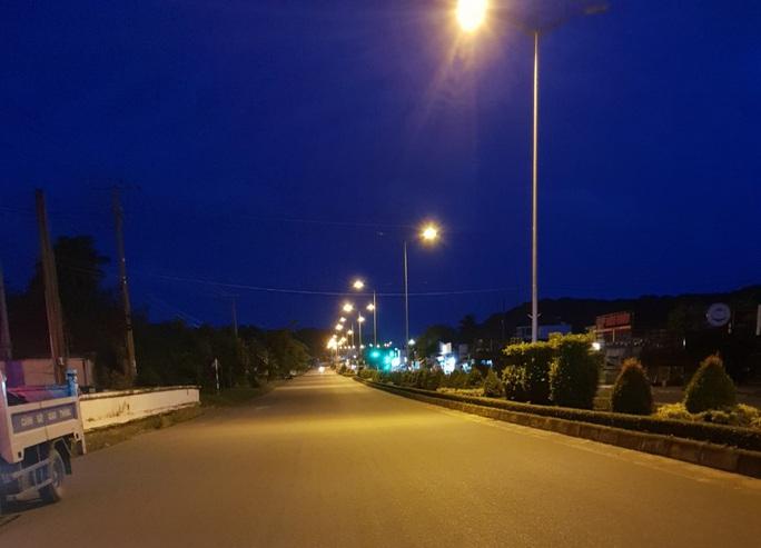 Chùm ảnh: Phú Quốc ngày đầu thực hiện không ra đường sau 18 giờ - Ảnh 10.