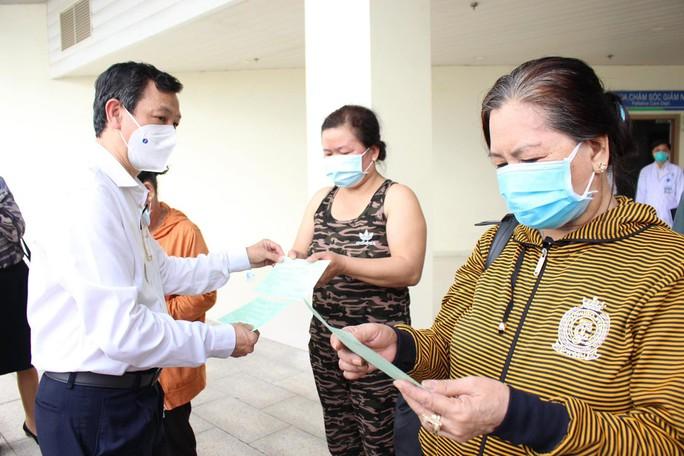TP HCM: Trong 1 ngày, hơn 3.100 bệnh nhân Covid-19 xuất viện - Ảnh 1.