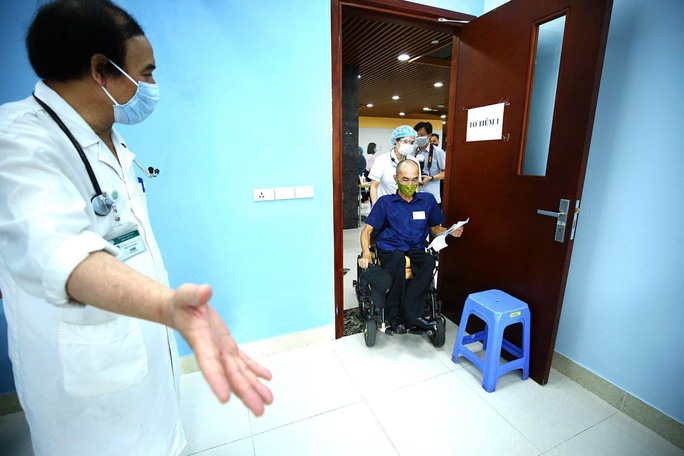 Tiêm vắc-xin Covid-19 cho hàng trăm người lao động khuyết tật - Ảnh 4.
