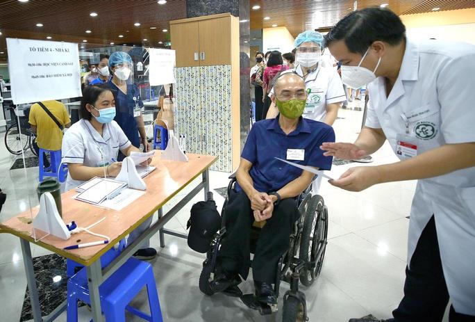 Tiêm vắc-xin Covid-19 cho hàng trăm người lao động khuyết tật - Ảnh 5.