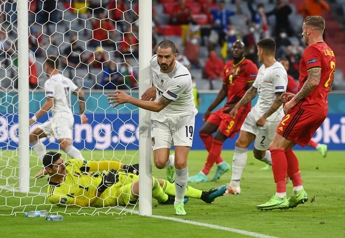 Tấn công rực lửa, Ý hạ gục đội bóng số 1 thế giới vào bán kết Euro - Ảnh 2.