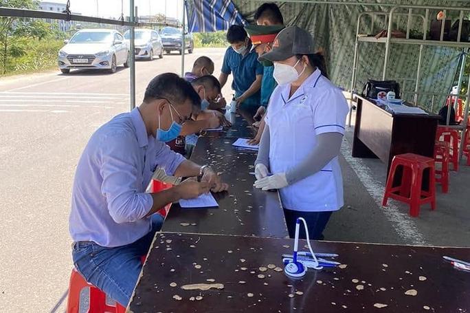 Tham gia chống dịch, thêm 3 nhân viên y tế ở Bình Định mắc Covid-19 - Ảnh 1.