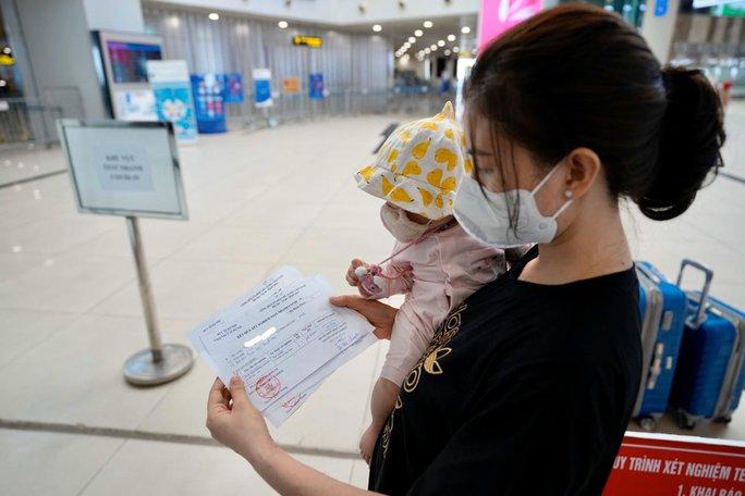 Đề nghị gỡ vướng cho hành khách khi đến/đi từ sân bay Nội Bài - Ảnh 1.