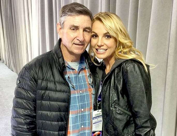 Britney Spears gây sốc khi tiếp tục khoe ngực trên mạng xã hội - Ảnh 3.
