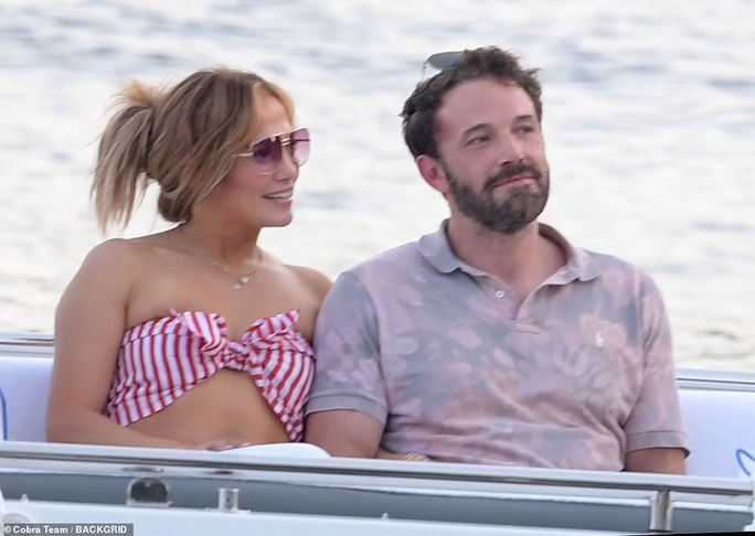 "Jennifer Lopez và Ben Affleck ""dính như sam"" hậu tái hợp - Ảnh 3."