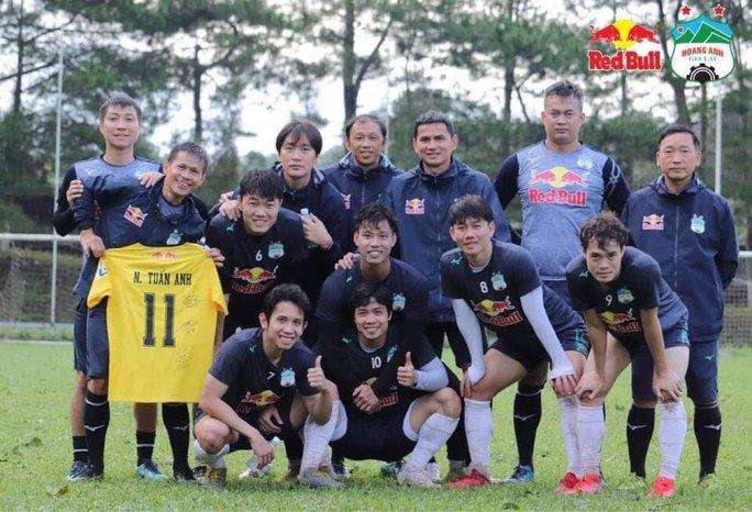 8 CLB không thể ngăn V-League hoãn dài hạn - Ảnh 1.