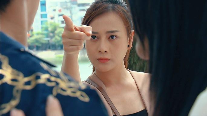 Hương vị tình thân tập 74: Thiên Nga cho bà Dần uống thuốc ngủ, Nam tát cảnh cáo kẻ làm hại mình - Ảnh 1.