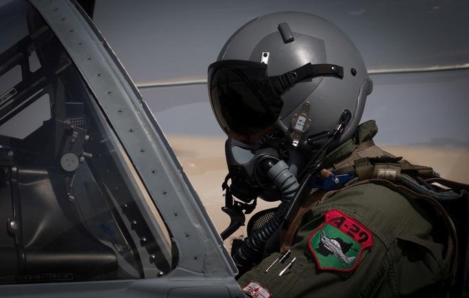 Taliban ám sát phi công Afghanistan do Mỹ đào tạo - Ảnh 1.